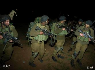 Israeli troops prepare to entare Gaza