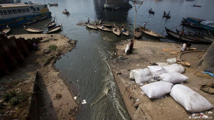 ورود حجم عظیم فاضلاب آلوده به مواد شیمیایی، رودخانه بوریگانگا در جنوب داکا را آلودهترین رود جهان کرده است