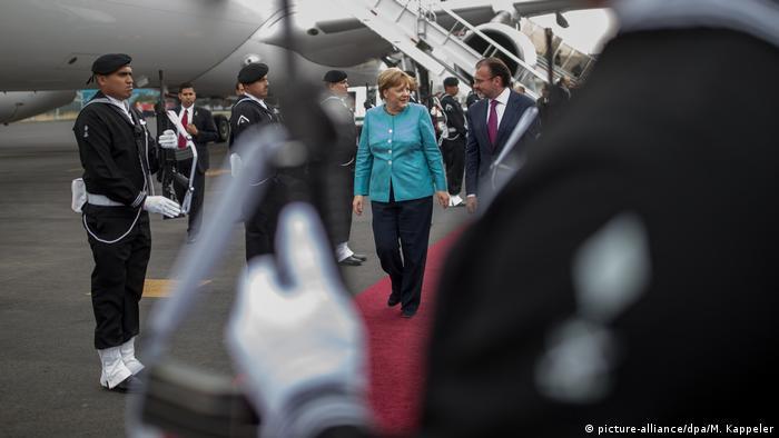 Mexiko Bundeskanzlerin Angela Merkel Ankunft in Mexiko-Stadt (picture-alliance/dpa/M. Kappeler)