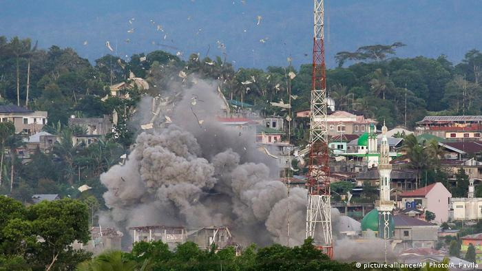 Kampzone Marawi Philippinen (picture-alliance/AP Photo/A. Favila)