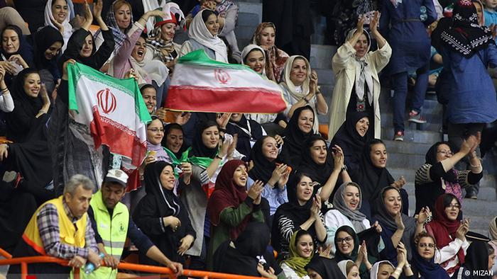 Iran Volleyball Weltliga - Frauen wieder als Zuschauerinnen zugelassen (MIZAN)