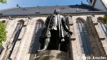 Bachdenkmal vor der Thomaskirche in Leipzig.