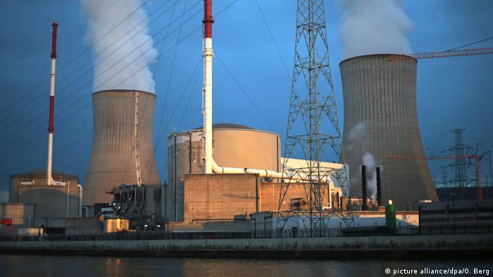 Das belgische Atomkraftwerk Tihange (Foto: picture alliance/dpa/O. Berg)
