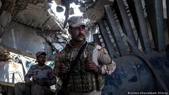 Iraqi soldiers outside of Mosul
