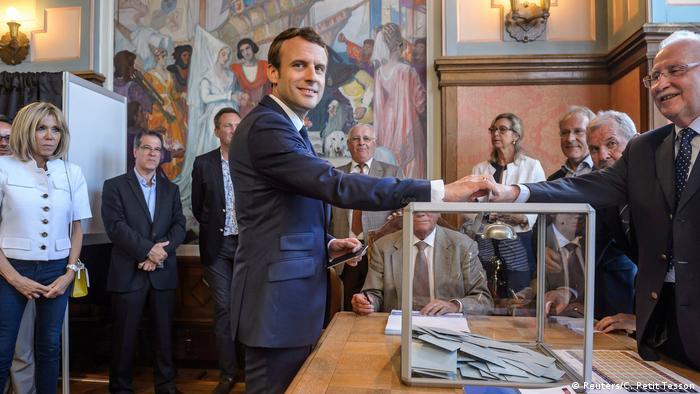 Frankreich Staatspräsident Macron wählt in Le Touquet (Reuters/C. Petit Tesson)