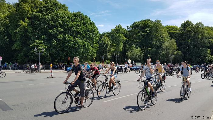 Berlin Demonstration von Fahradfahrern (DW/J. Chase)