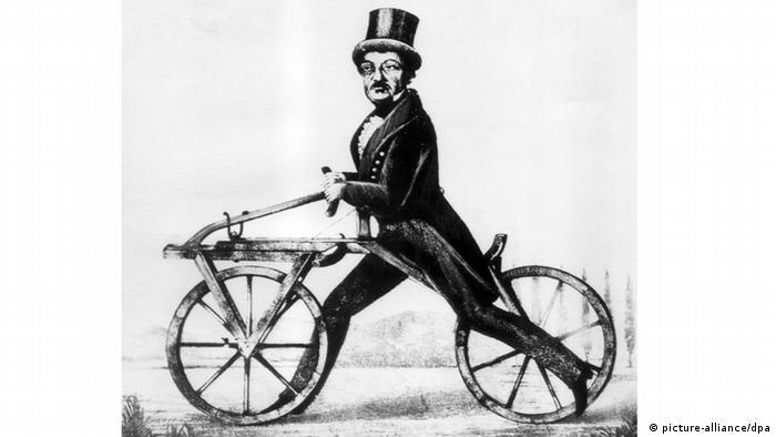 two-wheeler from Karl Friedrich Freiherr von Drais (picture-alliance/dpa)