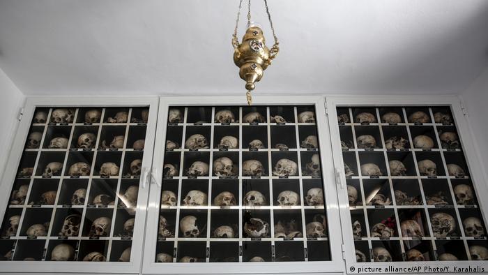 Mauzoleum ofiar w Distomo, 160 kilometrów na północny-zachód od Aten. 10 czerwca 1944 roku niemieccy żołnierze zabili tam 214 cywilów