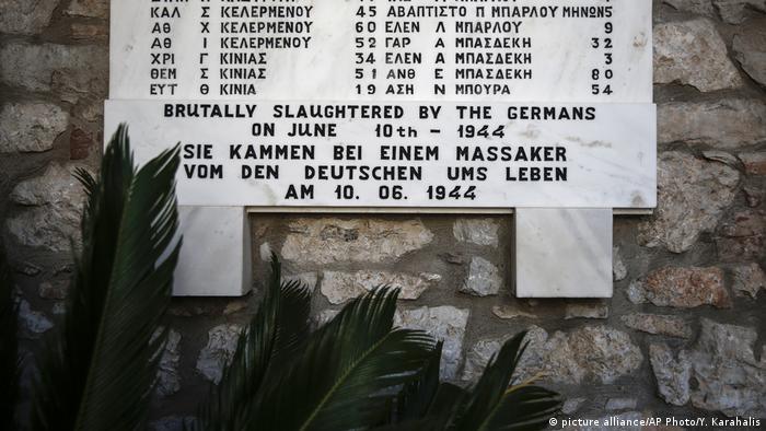 Tablica w greckiej wsi Distomo upamiętnia ofiary masakry dokonanej w 1944 r. przez nazistów