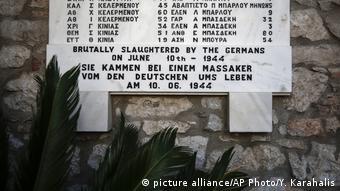 Δίστομο, μαρμάρινη στήλη στη μνήμη των θυμάτων