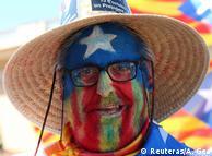 Прихильник незалежності Каталонії, розфарбований у кольори каталонського прапора