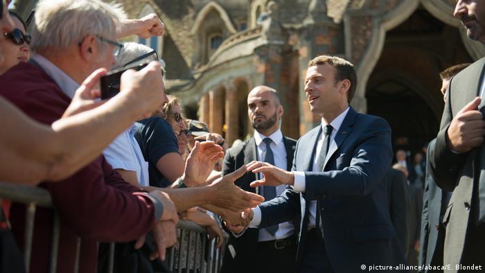 Frankreich | Parlamentswahlen - Präsident Emmanuel Macron beim Verlassen des Wahllokals