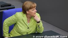 Angela Merkel in the Bundestag (picture-alliance/dpa/W. Kumm)