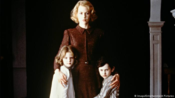 Film The Others mit Nicole Kidman und zwei kleine Kinder (Imago/Entertainment Pictures)