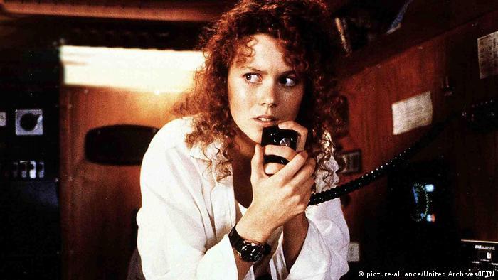 Film Dead Calm mit Nicole Kidman in einer Szene an Bord mit Funkgerät unter Deck (picture-alliance/United Archives/IFTN)