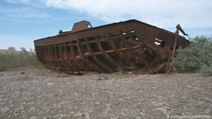 Schiffswrack im trockenen Aralsee