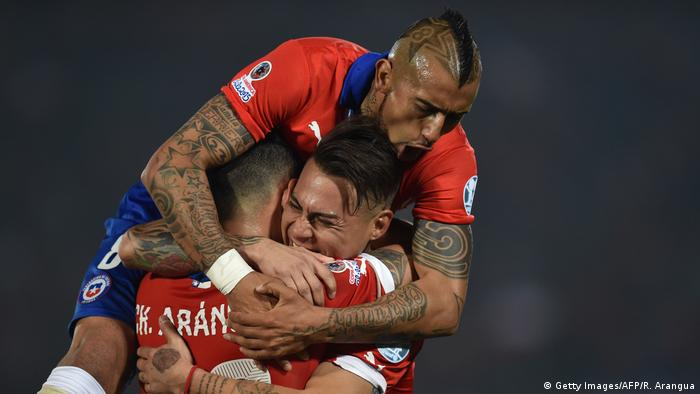 BG Confed Cup 2017 | Chile Aranguiz und Vidal (Getty Images/AFP/R. Arangua)