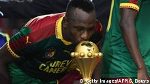 BG Confed Cup 2017 | Jacques Zoua küsst den Afrika-Cup-Pokal