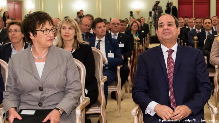 Deutschland Sitzung der deutsch-ägyptischen Wirtschaftskommission | Al Sisi und Zypries (picture alliance/dpa/B. v. Jutrczenka)