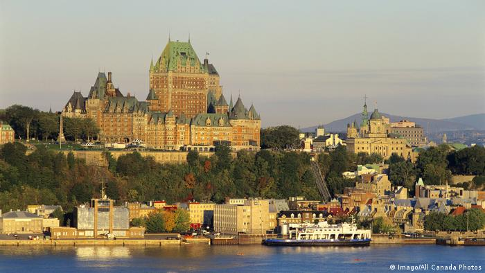 Chateau Frontenac and Historic Quebec City along the Saint Lawrence River Quebec Canada PUBLICATIO (Imago/All Canada Photos)