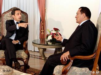 نیکلا سارکوزی (چپ) و حسنی مبارک در دیدار ۵ ژانویه در شرم الشیخ