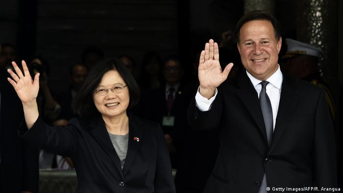 Taiwan Panama Präsidentin Tsai Ing-wen Präsident Juan Carlos Varela in Panama Stadt (Getty Images/AFP/R. Arangua)