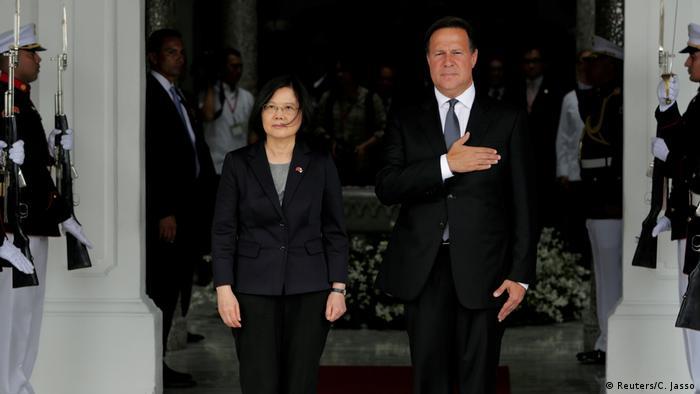 Taiwan Panama Präsidentin Tsai Ing-wen Präsident Juan Carlos Varela in Panama Stadt (Reuters/C. Jasso)