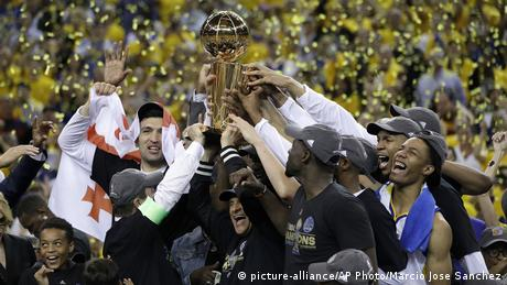 USA Basketball Golden State Warriors holen NBA-Titel (picture-alliance/AP Photo/Marcio Jose Sanchez)