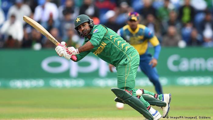 Großbritannien Cardiff Cricket Pakistan s Sarfraz Ahmed in action during the ICC Champions Trophy Group B match at Cardiff Wales S (Imago/PA Images/J. Giddens )