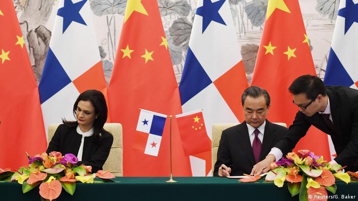 Peking China und Panama nehmen diplomatische Beziehungen auf (Reuters/G. Baker)