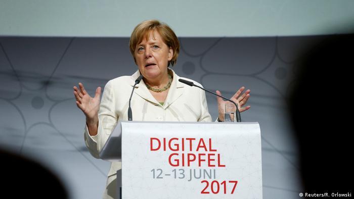 Angela Merkel na summitu o digitalizaciji 2017. godine