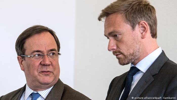 Armin Laschet and FDP head Christian Lindner (l) in 2017