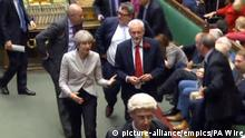 England Parlament Theresa May mit Jeremy Corbyn
