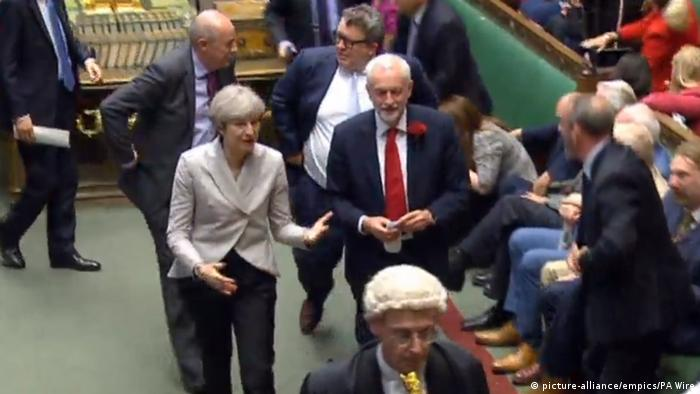 England Parlament Theresa May mit Jeremy Corbyn (picture-alliance/empics/PA Wire)