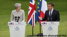 Theresa May in Paris mit Emmanuel Macron