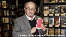Der Autor Salman Rushdie stellt sein Buch Home am 06.06.2017 in London (Großbritannien) vor. Rushdie feiert am 19.06.2017 seinen 70. Geburtstag. (zu dpa Zwischen Glamour und Meinungsfreiheit _ Salman Rushdie wird 70 vom 13.06.2017) Foto: Grant Pollard/Invision/AP/dpa +++(c) dpa - Bildfunk+++ |