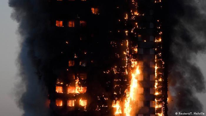 У 24-поверховому будинку Grenfell Tower вогнем охоплені поверхи з другого до найвищого.