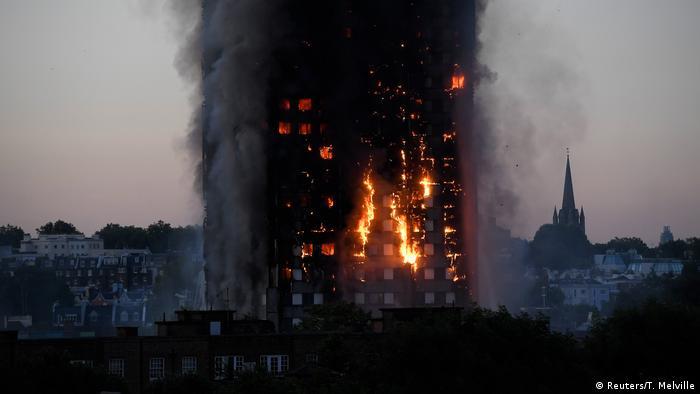 Großbritannien Großbrand in Londoner Hochaus (Reuters/T. Melville)