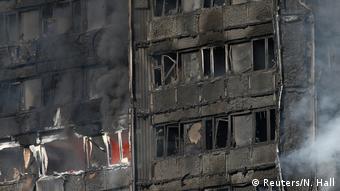 Großbritannien Großbrand in Londoner Hochhaus (Reuters/N. Hall)