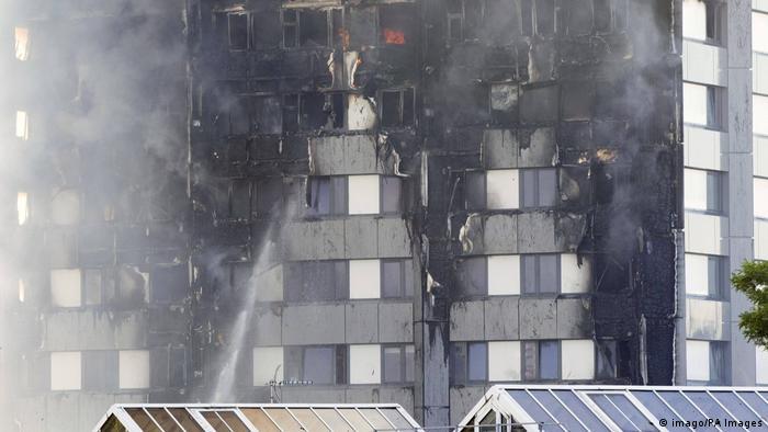 Verkohlte Fassade des Londoner Hochhauses (imago/PA Images)