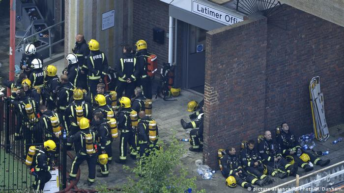 Großbritannien Großbrand in Londoner Hochaus (picture-alliance/AP Photo/M. Dunham)