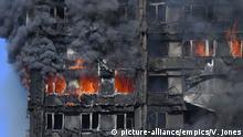 Großbritannien Großbrand in Londoner Hochaus