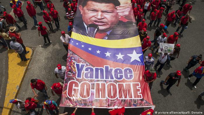 Venezolanos protestan contra las sanciones anunciadas por el gobierno de Estados Unidos.