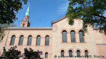 Berlin Kirche St. Johannes - Rushd-Goethe Moschee (picture-alliance/dpa/S. Stache)