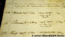 Ein Eintrag im Karzer-Buch im neuen Universitätsmuseum in Bonn (Nordrhein-Westfalen) führt eine eintägige Karzerstrafe für den damaligen Studenten Karl Marx wegen nächtlichen ruhestörenden Lärmens und Trunkenheit auf, aufgenommen am 25.06.2013. Der Karzer war eine Arrestzelle in Universitäten und Schulen. Das Museum zeigt die Entwicklung der Universität Bonn von der Gründung im Jahr 1818 bis in die Gegenwart. Foto: Marius Becker/dpa +++(c) dpa - Bildfunk+++ | Verwendung weltweit