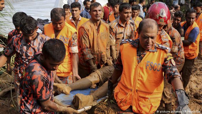 Bangladesch Zahl der Toten nach Erdrutschen auf 145 gestiegen (picture alliance/AP Photo/Str)
