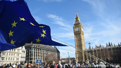 A European Union flag in London (picture alliance/NurPhoto/A. Pezzali)