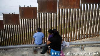 Valla fronteriza que separa a México y Estados Unidos.