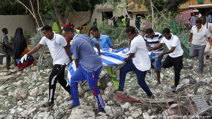 Somalia Restaurant Explosion (Picture alliance/AP Photo/F. Abdi Warsameh)