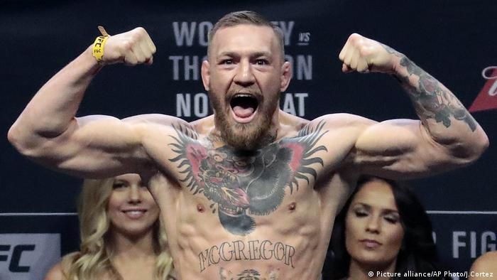 Conor McGregor beim Wiegen (Picture alliance/AP Photo/J.Cortez)